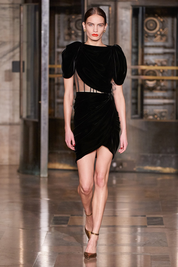 Oscar de la Renta_Autunno Inverno 2020/2021_Fashion Trend_Little Black Dress in velluto