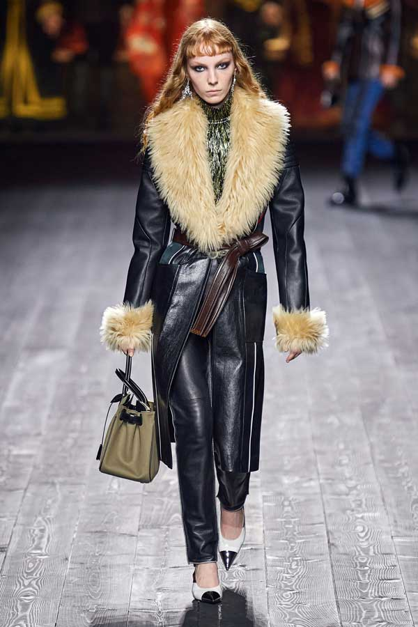Louis Vuitton Autunno Inverno 2020 2021, Fashion Trend total look in pelle nera